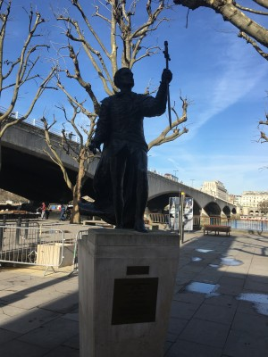 Statue of Sir Laurence Olivier.